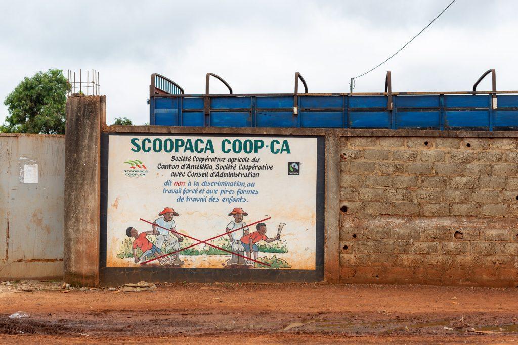 Fairtrade | Côte d'Ivoire | Sign saying no child slave labour